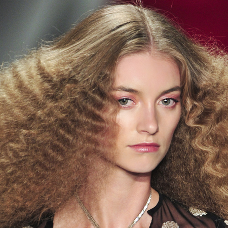 how to wear crimped hair