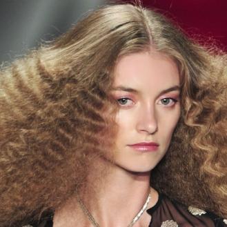 crimped-hair-trend-reem-acra-spring-summer-2014-80s-hair-trend-runway-fashion-week-supermodel-hair-ideas